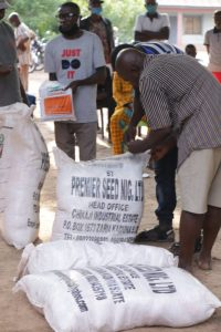 Central Nigeria: Displaced villagers get hybrid seeds, cash support to resume farming